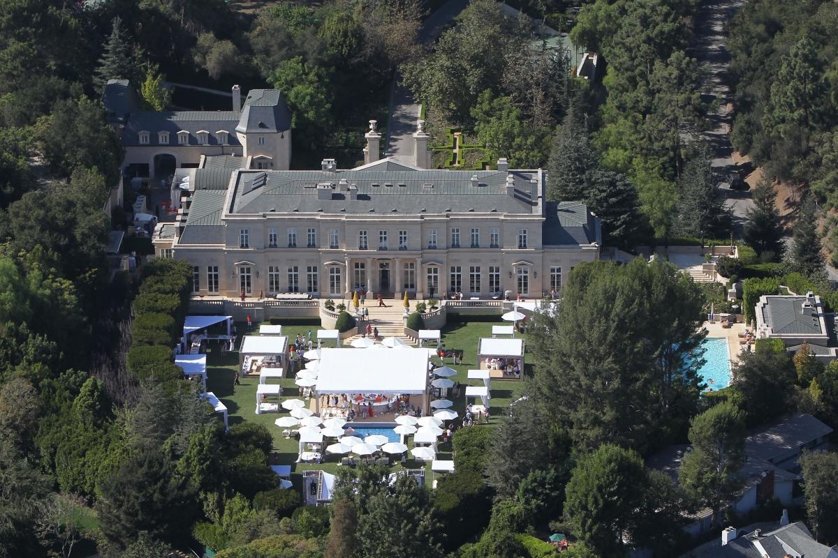 Los angeles mega mansion sells for 102 million luxury for Luxury mansions in los angeles for sale